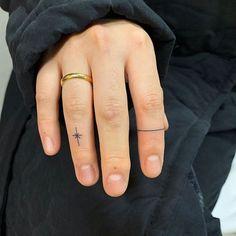Body art piercing get a tattoo 49 trendy ideas Finger Dot Tattoo, Finger Tattoo For Women, Small Finger Tattoos, Finger Tattoo Designs, Hand Tattoos For Women, Dot Tattoos, Dainty Tattoos, Pretty Tattoos, Mini Tattoos