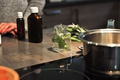 Výroba bylinkovej tinktúry doma Coffee Maker, Kitchen Appliances, Herbs, Aromatherapy, Coffee Maker Machine, Diy Kitchen Appliances, Coffee Percolator, Home Appliances, Coffee Making Machine