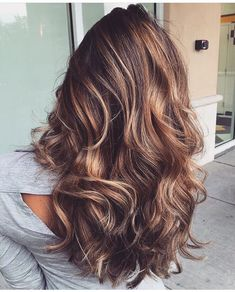 gestufte haare lang braun balayage strähnchen highlights #hairstyles
