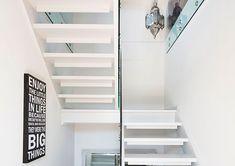 Skal du fornye trappen bør du sette av god tid. Men en nymalt trapp vil fort være verdt innsatsen. Her er en enkel guide som viser hvordan trappen ble pusset opp. Stairs, Interior, Home Decor, Men, Stairway, Decoration Home, Indoor, Room Decor, Staircases