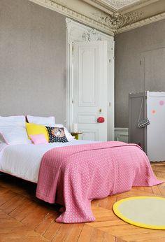 Mobilier modern și accente tari de culoare într-un conac din Franța | Jurnal de design interior