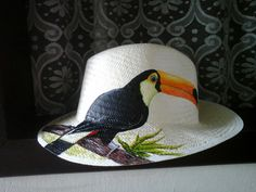 Sombreros con Orquídeas pintadas a mano Sombrero con Orquídea pintado a mano Sombrero con Heliconia ... Painted Hats, Painted Clothes, Hand Painted, Mexican Hat, Diy Hat, Summer Accessories, Tole Painting, Summer Hats, Hat Making