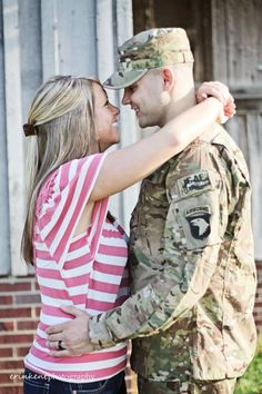 Army love Army Love, Military Love, Cute Couples Photos, Army Girlfriend, Military Pictures, Military Families, Army Men, United States Army, Wedding Pics