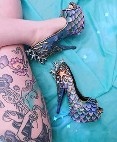 "Mermaid shoes by (@sereiacontemporanea) on Instagram: ""Mermaid shoes ✨ @siashells ❤❤❤ #clickàlamermaid #sereiacontemporanea"""