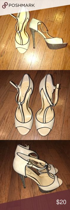 Jessica Simpson cream and black heels Jessica Simpson heels in excellent condition only worn a couple times. Beautiful heels for an evening out or special occasion Jessica Simpson Shoes Heels