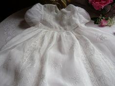 Linge ancien, antiquités, mercerie ancienne au Souffle dAntan - Autour de lenfant - Magnifique robe ancienne de baptême - vêtement ancien