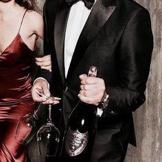 Best Alternative Dates to Plan on Most Romantic Day Ever Couple Goals Cuddling, Classy Couple, Rich Couple, Elegant Couple, Couple Aesthetic, Perfect Man, Gossip Girl, Dream Life, Mafia