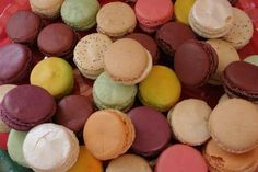 Jak upéct domácí makronky | recept Macarons, Muffin, Food And Drink, Coconut, Sweets, Cookies, Fruit, Healthy, Breakfast