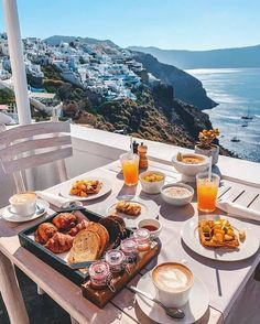 Who wants eat breakfast in there? Hotel Breakfast, Eat Breakfast, Romantic Breakfast, Beautiful Places To Travel, Royal Caribbean, Travel Aesthetic, Mykonos, Santorini Greece, Luxury Travel
