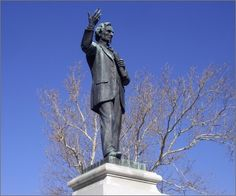The statue of Jefferson Davis recently removed from Memphis Park (photo by Ron Cogswell/Flickr)