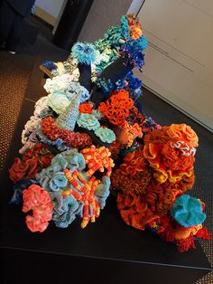 Red to Blue Section Color Combos, Wreaths, Sea, Crochet, Fall, Blue, Home Decor, Autumn, Colour Schemes