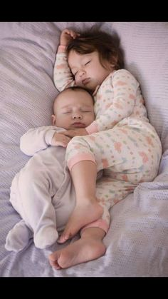 Looks adorable but is actually quite dangerous for the baby. Clearly the bed is too soft and the big sisters leg is heavy enough to cause suffocation for baby. Put baby in his own safe crib. So Cute Baby, Baby Kind, Cute Babies, Beautiful Children, Beautiful Babies, Little People, Little Ones, Foto Baby, Baby Fever