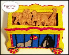 Animal Crackers - Felt Food Homemade Crafts, Easy Diy Crafts, Crafts For Kids, Play Kitchen Food, Play Kitchens, Play Grocery Store, Felt Food Patterns, Carnival Themed Party, Felt Play Food