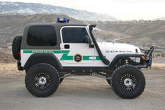 Here is a visual of a border patrol jeep. In my book, Crossing the Wire, border patrol plays a major role in the book, and an obstacle for the main character and others throughout the story when trying to enter the U. Jeep Wrangler Tj, Jeep Rubicon, Jeep Tj, Jeep Wrangler Unlimited, Police Cars, Police Vehicles, Ford Police, Ambulance, Jeep Brand