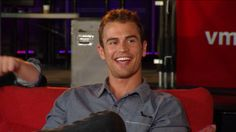 Theo James at the VMAs ask session... He's just so casually gorgeous ~Divergent~ ~Insurgent~ ~Allegiant~