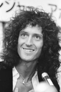 Brian May (Queen guitarist) Queen Brian May, I Am A Queen, Save The Queen, Queen Queen, Queen Photos, Queen Pictures, Queen Images, Best Guitarist, Queen Guitarist