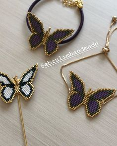 siparis alinir……Bilgi ve siparis icin dm An order ends …. the order is received …… Information and order dm Umeda that Beaded Jewelry Designs, Handmade Beaded Jewelry, Bead Jewellery, Seed Bead Jewelry, Beaded Brooch, Beaded Earrings, Bead Loom Bracelets, Beaded Animals, Bijoux Diy