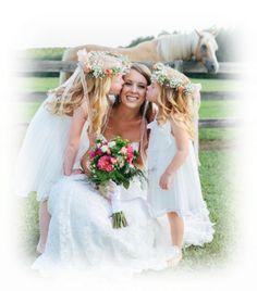 c96145e2507 Une mariée et ses jolies bouquetières ... Wedding Flower Girl Dresses