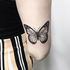 Gratitude for trust Izabelle 🌻 RECIFE: MAY agenda open! (Few vacancies) JUNE schedule opens May 13 🖤 Hand Tattoos, Girl Arm Tattoos, Neue Tattoos, Small Tattoos, Sleeve Tattoos, Tatoos, Butterfly Hand Tattoo, Butterfly Tattoos For Women, Piercing Tattoo