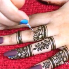 Pin by Crush with henna on Mehndi in motion ( videos) Henna Hand Designs, Henna Tattoo Designs Simple, Latest Henna Designs, Indian Henna Designs, Mehndi Designs For Beginners, Modern Mehndi Designs, Mehndi Design Photos, Mehndi Designs For Fingers, Unique Mehndi Designs