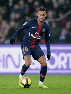 PARIS, FRANCE - JANUARY 19: Neymar Jr of Paris Saint Germain  during the French League 1  match between Paris Saint Germain v Guingamp at the Parc des Princes on January 19, 2019 in Paris France (Photo by Jeroen Meuwsen/Soccrates/Getty Images)