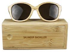 Gafas de Sol realizadas en bambú con funda a juego. Material orgánico diseñado para tu comodidad, ideales para el campo y la ciudad.