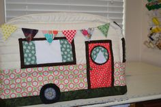 This sewing machine cover was made using a pattern by Janine at www.rainbowhare.com. Thank you Janine for such a cute pattern. This Vintage Caravan