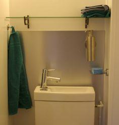 Une autre création John Steel à découvrir ! Pour protéger ses murs de manière efficace et décorative, le métal est idéal ! Pour vos protections murales exposées à l'humidité, l'inox est idéal, mais l'aluminium peut aussi faire l'affaire si ce n'est pas une exposition permanente, comme en crédence de cuisine par exemple ou … derrière vos toilettes ! Alors… ça vous inspire ? Comme, Cabinet, Steel, Storage, Furniture, Home Decor, Walls, Radiation Exposure, Toilets