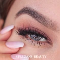 Easy and awesome eye makeup tutorials! Related posts: 8 Gorgeous Eye Makeup Ideas to Try This Year! 14 Shimmer Eye Makeup Ideas for Stunning Eyes 50 Ideas for the Eye Makeup – # for Awesome Eye makeup ideas for 2019 Dramatic Eye Makeup, Colorful Eye Makeup, Dramatic Eyes, Makeup For Green Eyes, Blue Eye Makeup, Smokey Eye Makeup, Simple Makeup, Body Makeup, Skin Makeup