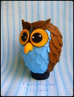 Uovo di Pasqua Gufo (lato) / Owl Easter Egg (side view). Ang, you could do a version of this for Maizie's room - with cardstock