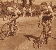Tour de France 1953. 21^Tappa, 25 luglio. Saint-Etienne > Montluçon. Pierre Molineris (1920-2009) e Jan Nolten (1930-2014) [But et CLUB. Le Miroir des Sports]