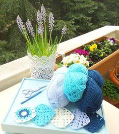 Ben renklerden en çok maviyi sevdim sanki başka bir renk yokmuş gibi... Birde seni çok sevdim sevecek başka kimsem yokmuş gibi... Hani aklımdan zorum varmış gibi... Çok sevdim bir maviyibir de seni  Dilek'ce  #blue #bluelover #yarn #crochet #knitting #blanket #crochetblanket #newproject #mycolors #elisi #handmadewithlove #handmade #grannysquare #severekörüyorum #örgümüseviyorum #yumak #mavi #baby #soft #nature #battaniye #instahobi #instalike #colorful #vintage #homesweethome #mutluyumçünkü…