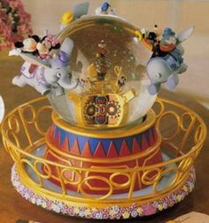 Welcome to the Collectors Guide to Disney Snowglobes. Information on over 2900 Disney snow globes. Hades Disney, Walt Disney, Disney Love, Disney Magic, Orlando Disney, Disney Style, Disney Music Box, Disneyland, Disney Figurines