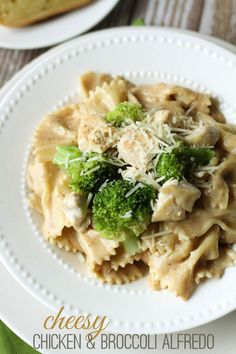 Delicious Cheesy Chicken and Broccoli Alfredo recipe - a new favorite. { lilluna.com } #alfredo