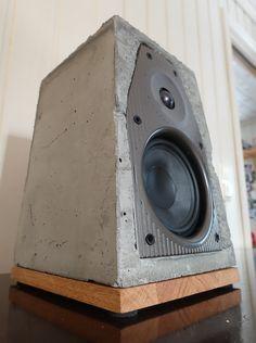 Concrete, oak speaker with chromcast audio, wireless Audiophile Speakers, Diy Speakers, Built In Speakers, Concrete Forms, Concrete Design, Speaker Box Design, Beton Diy, Diy Tech, Diy Electronics