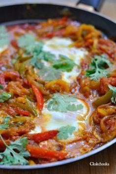 Chakchouka : poivrons, tomates, oignons, œufs (à tenter avec du steak haché)