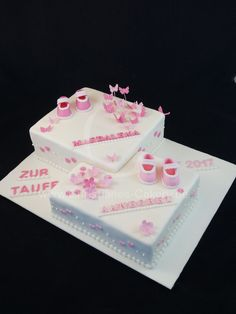 Baptism cake for twins with two different fillings, such as strawberry cream, . Gateau Baby Shower, Baby Shower Cakes, Zoe S, Bible Cake, Twins Cake, Communion Cakes, Sweet Bakery, Girl Cakes, Cake Girls