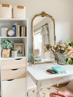 Today I want to share my boho style vanity desk in our bedroom. This is just a simple little spot, but it's truly one of my favorite corners in our home! Home Goods Decor, Home Office Decor, Diy Home Decor, Guest Room Decor, Guest Room Office, Farmhouse Style Decorating, Farmhouse Decor, Minimalist Bathroom Design, Diy Mugs