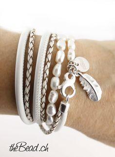 Damen Lederarmband PEARL WHITE mit Feder Anhänger. Armband Leder,  Perlenarmbänder 5e11dc5473