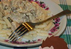 Tejszínes laskagomba csirkemellel Healthy Recipes, Chicken, Meat, Tableware, Kitchen, Drink, Food, Dinnerware, Cooking