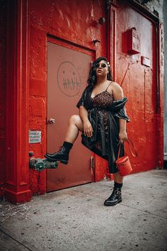10 Street Style Looks Spotted at CurvyCon Yellow Tights, Neon Dresses, Fashion Lookbook, Fashion Trends, Under Pants, Street Style Looks, Printed Skirts, Fashion Forward, Fall Outfits