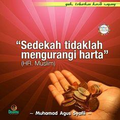 """Sedekah tidaklah mengurangi harta."" (HR, Muslim)"
