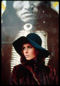 Julie Driscoll outside Granny Takes a Trip, Kings Road, London late '60s. Loving floppy hats spring or fall!