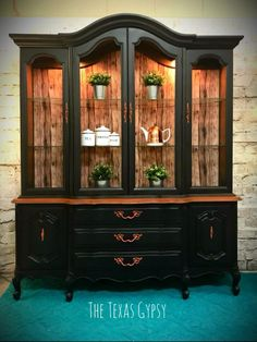 The Texasgypsy transformed this French Provincial china cabinet with General Finishes Lamp Black Milk Paint! She used Gel Stain for the top on the Buffet and finished the piece with copper accents.