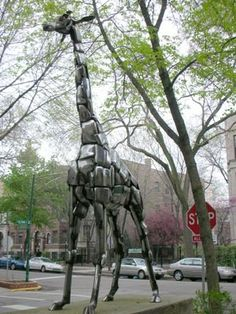 Giraffe Sculpture By Kearney On Elaine And Roscoe, Chicago.