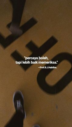 follow @abdeduckoffken Quotes From Novels, All Quotes, Mood Quotes, True Quotes, Funny Quotes, Quotes Lucu, Cinta Quotes, Quotes Galau, Portrait Quotes