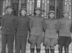 ▲ 정전회담장에 나타난 북측 대표. 왼쪽 두 사람 중공군 대표, 가운데 남일 대장, 다음 이상조 소장.