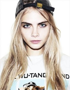 This week Danielle Breslin investigates what makes Brit Model of the Moment Cara Delevingne so sought after and so flamin' cool! Cara Delevingne is easily the most ta. Looks Hip Hop, Cara Delevingne Style, Young Cara Delevingne, Cara Delevingne Eyebrows, Dark Brows, Bold Brows, Eye Brows, Thick Eyebrows, Straight Brows