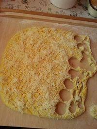 Mióta kipróbáltam ezt a pogácsa receptet, gyakran megsütöm, mert finom puha és megunhatatlan. Hozzávalók 30 darabhoz: 50 dkg liszt 25 dkg vaj 15 dkg sajt 3 dl tejföl 2 tojás 3 dkg élesztő 1 teáskanál só Elkészítés: Langyosíts meg másfél … Egy kattintás ide a folytatáshoz.... →