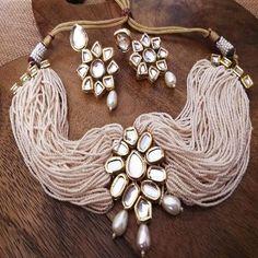 Kundan Jewellery Set, Indian Jewelry Earrings, Indian Jewelry Sets, Fancy Jewellery, Jewelry Design Earrings, Indian Wedding Jewelry, Ear Jewelry, Antique Jewellery Designs, Antique Jewelry